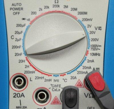 Einstellung Multimeter zum Spannung messen.