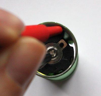 Kontaktierung der Messspitzen zum Messen eines Stromes.